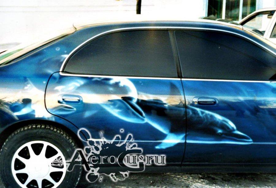 Аэрография Дельфины на машине
